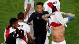 Франция выходит, Перу вылетает