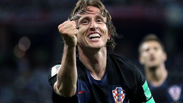 Croácia arrasa Argentina e carimba passagem aos 'oitavos'