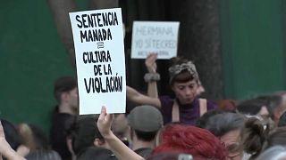 'La Manada' em liberdade por 6 mil euros