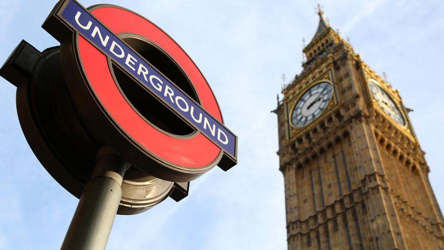 Bombafenyegetés miatt zárták le a londoni metró egy részét
