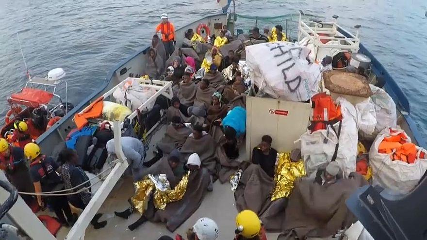"""Rettungseinsatz im Mittelmeer - """"Lifeline"""" wartet auf Zuweisung eines sicheren Hafens"""