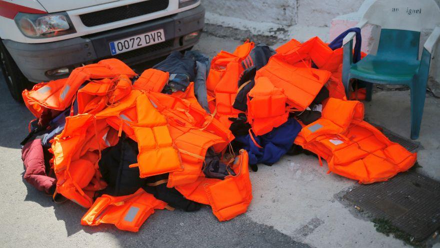 İspanya'ya ulaşan mültecilere ait can yelekleri