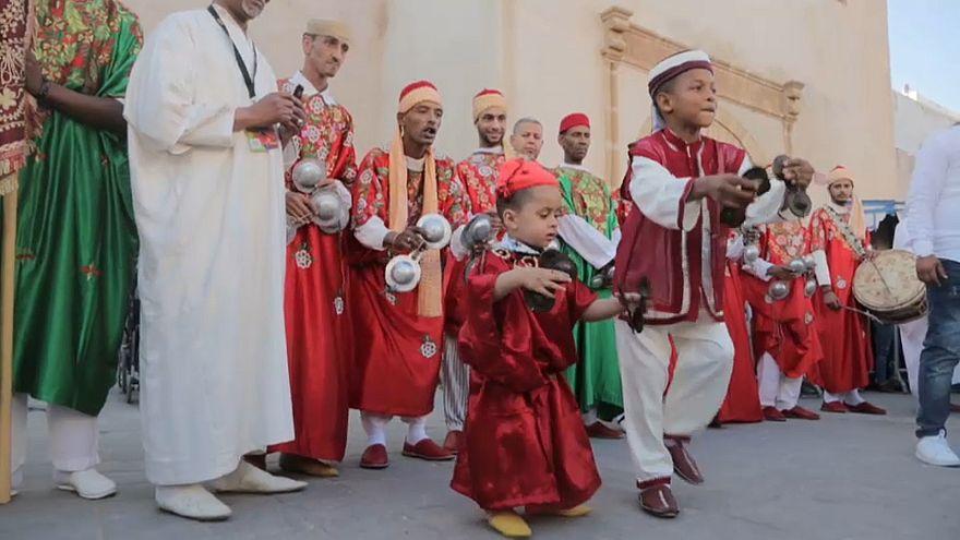 Expulsar demónios no Festival de Música Gnaoua, em Marrocos