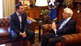 Ο πρωθυπουργός, Αλέξης Τσίπρας ενημερώνει τον ΠτΔ στο Προεδρικό Μέγαρο.