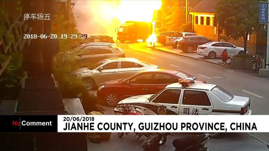 Un camion se transforme en boule de feu