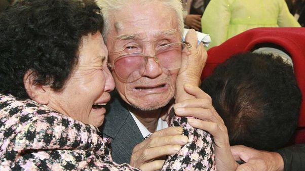 Kuzey ve Güney Koreli aileler Ağustos'ta buluşuyor