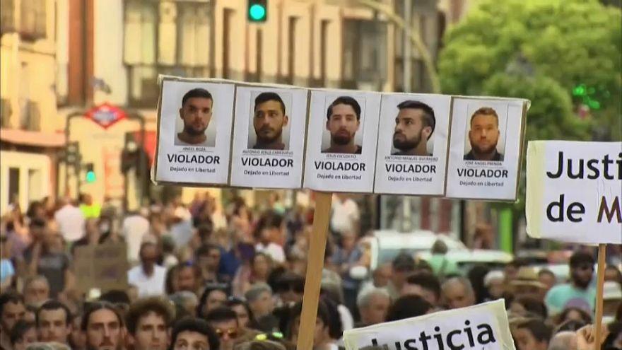'La Manada' en libertad, las protestas en la calle