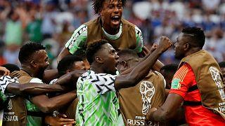 Nigéria vence Islãndia por 2-0