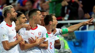Suiza remonta ante Serbia en el minuto 90