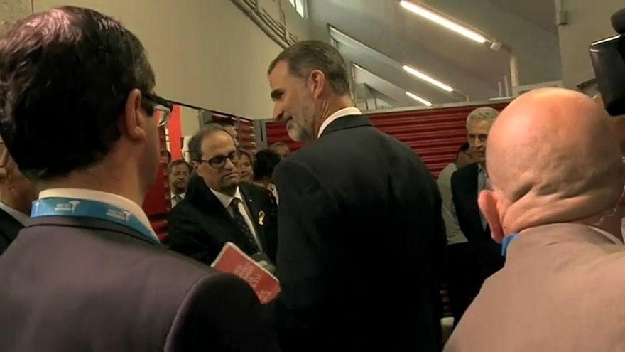 Torra regala un libro sobre el 1-O a Felipe VI