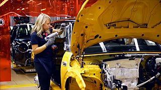 """La """"Brexit"""" delle multinazionali: BMW minaccia il Regno Unito"""