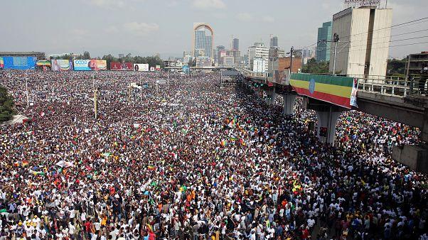 Vários feridos em explosão durante comício de apoio ao PM da Etiópia