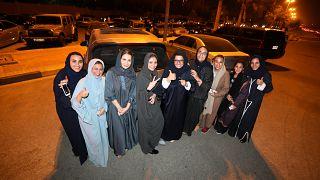 Kendi arabalarını kullanarak biraraya gelen Suudi kadınlar