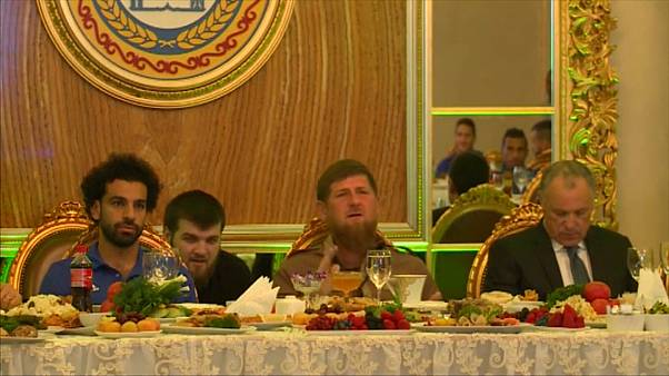شاهد: نجوم المنتخب المصري في ضيافة رمضان قديروف