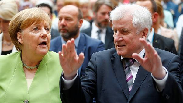 """Seehofer gegen Merkel und  """"Fake News"""":  Wütende Stimmen"""
