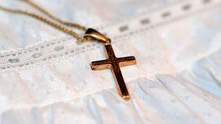 Virales Video: Ohrfeige fürs Baby vom Priester (89) bei der Taufe