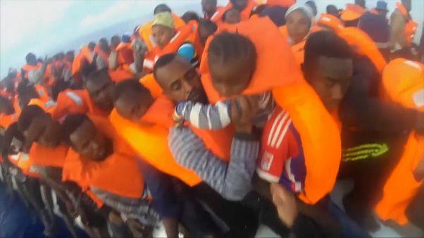 O Lifeline é mais uma embarcação sem rumo no Mediterrâneo