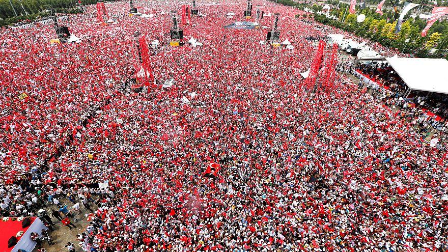 """أي """"سلطان"""" سيفوز في الانتخابات التركية غداً؟"""