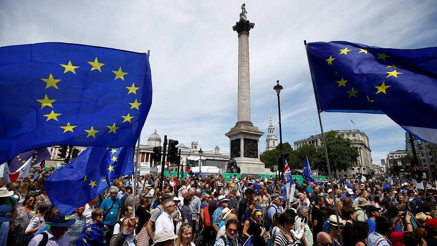 Thousands take to London's streets demanding final say on Brexit