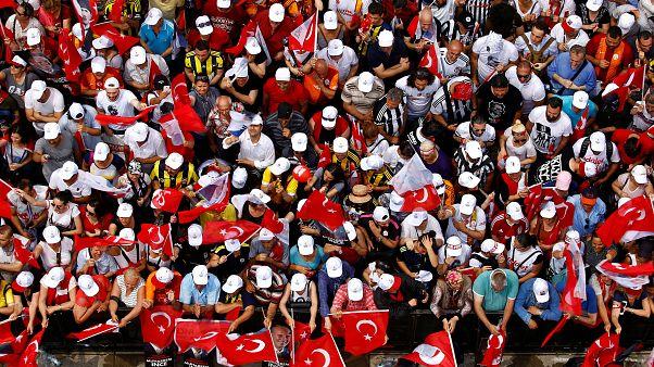 Mais de 60 milhões votam numas antecipadas que poderiam consolidar o poder de Erdoğan