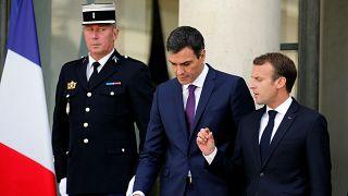 Macron zárt befogadó állomásokat akar