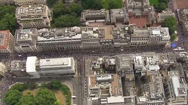 Londra: gli anti Brexit in piazza, in migliaia hanno manifestato