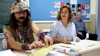 Türkiye çifte seçim için sandık başında