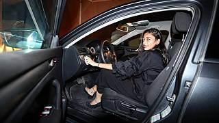 زنان عربستان رسما پشت فرمان نشستند