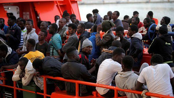 Weiteres Schiff mit Migranten wartet vor Italien