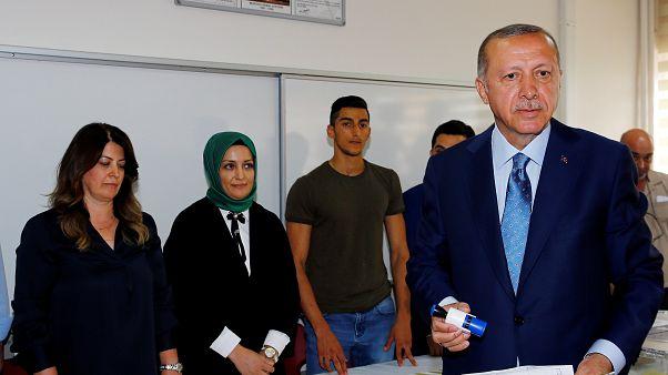 Τουρκία: Έκλεισαν οι κάλπες - Σε εξέλιξη η καταμέτρηση των ψήφων