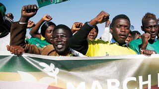 "Wahlkampf in Simbabwe: Anschlag auf das ""Krokodil"" Mnangagwa"