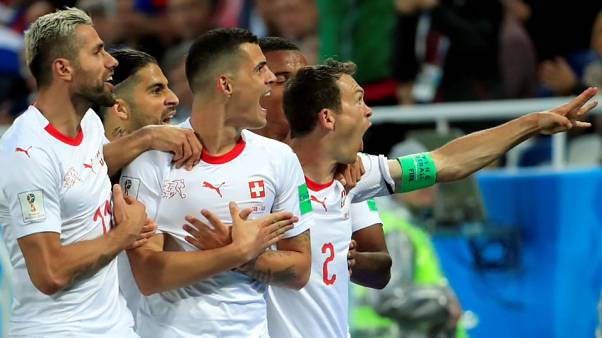 Los suizos Shaqiri y Xhaka se exponen a una sanción por la forma de festejar sus goles ante Serbia