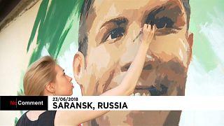 نقاشی دیواری یک دختر روس از رونالدو