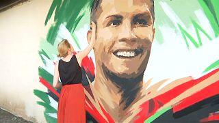 Russische Künstlerin malt Ronaldo an die Wand