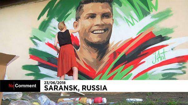 Um mural para receber Ronaldo antes do jogo com o Irão