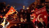 Τουρκικές εκλογές: Πανηγυρισμοί οπαδών του Ερντογάν (live)