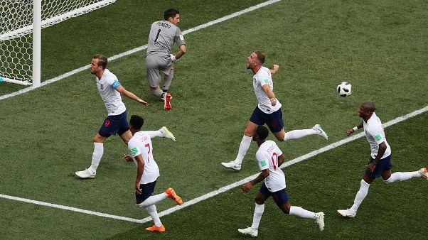 Anglia letarolta Panamát