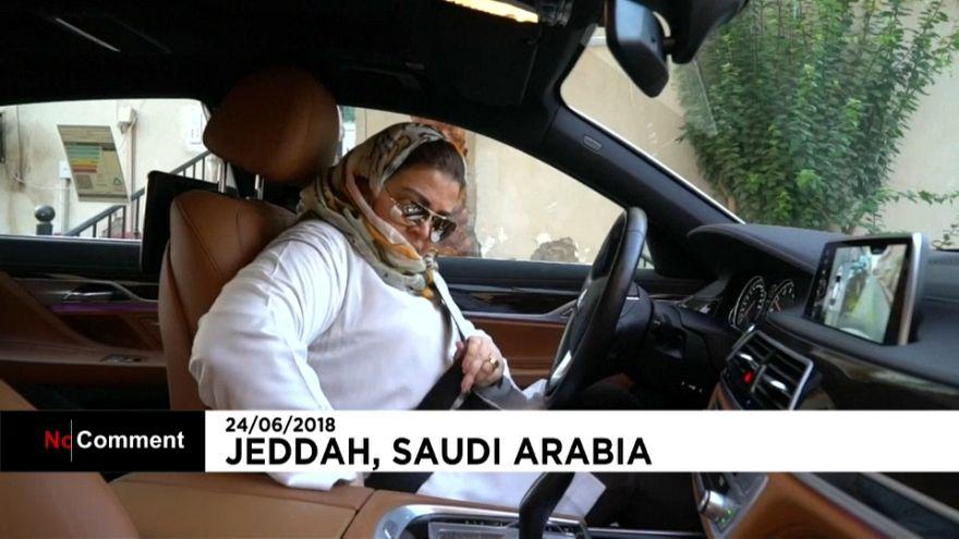 Arabia saudita, donne al volante è legge