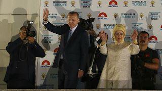 Erdoğan'dan geleneksel balkon konuşması: Muhalefete ABD'den bayağı oy geldi