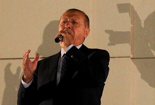 Erdogan, todopoderoso tras su victoria por mayoría absoluta