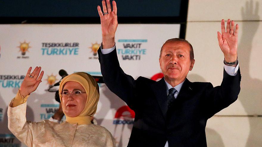 الرئيس التركي رجب طيب أردوغان وحرمه إمين