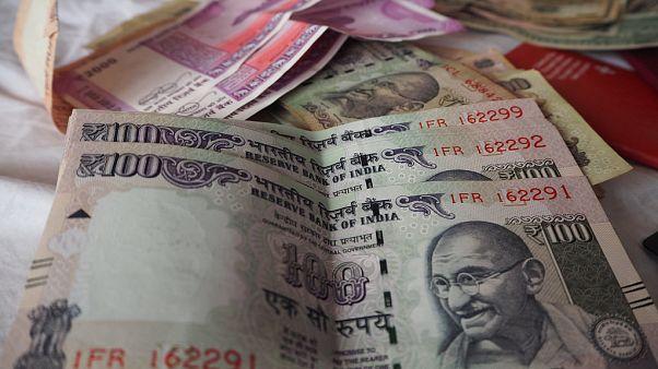"""العملة الهندية """"الروبية"""""""