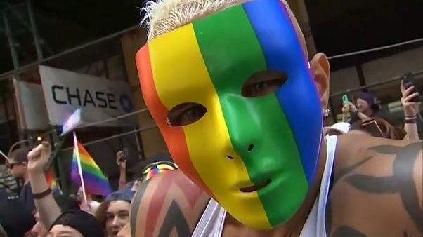 Tutti i colori dei gay pride nelle città USA