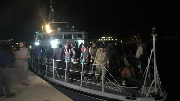 Guarda costeira da Líbia resgata quase mil migrantes num só dia