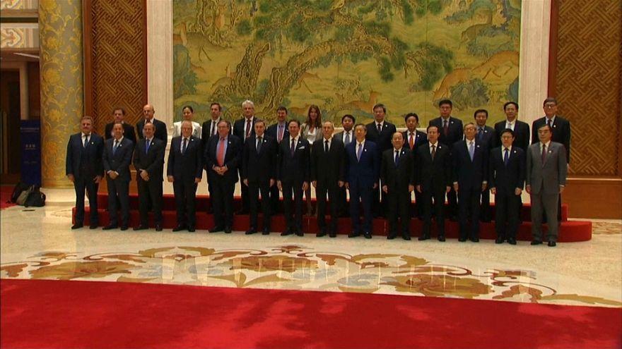 Bruxelles et Paris négocient avec Pékin