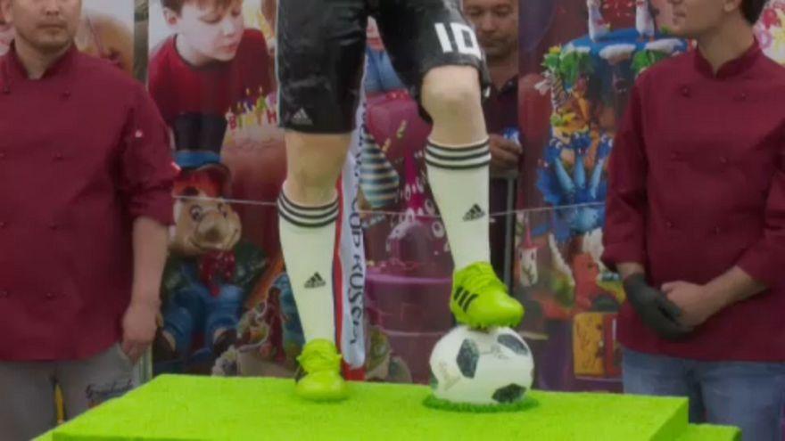 O bolo com a figura de Lionel Messi