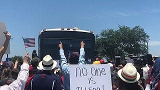 Τραμπ: Ζητάει απέλαση των μεταναστών χωρίς δίκη