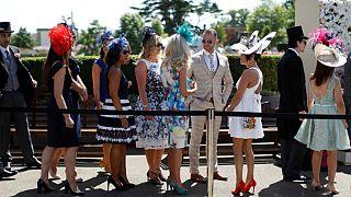 """سيدات بريطانيا يتألقن بأزيائهن في """"رويال أسكوت"""""""