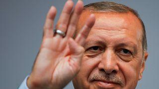 Turquia: Bruxelas deseja manter diálogo com Erdogan