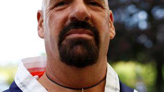 """'ناستي' يفوز بلقبه العالمي الخامس عشر في بطولة """"مصارعة أصابع القدم"""""""